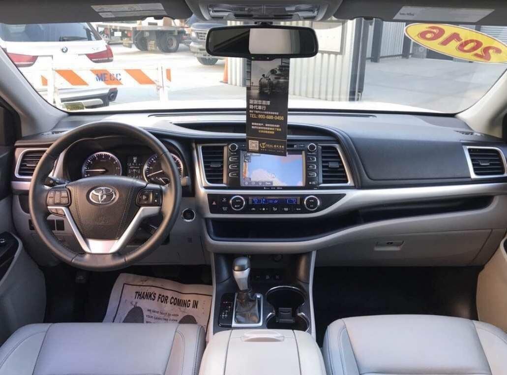 2016 Toyota Highlander XLE AWD V6 走了一萬一miles