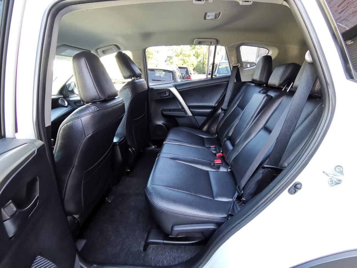 2014 Toyota RAV4 LE AWD 只开了58000miles. 无事故, 客人还包了皮椅座。