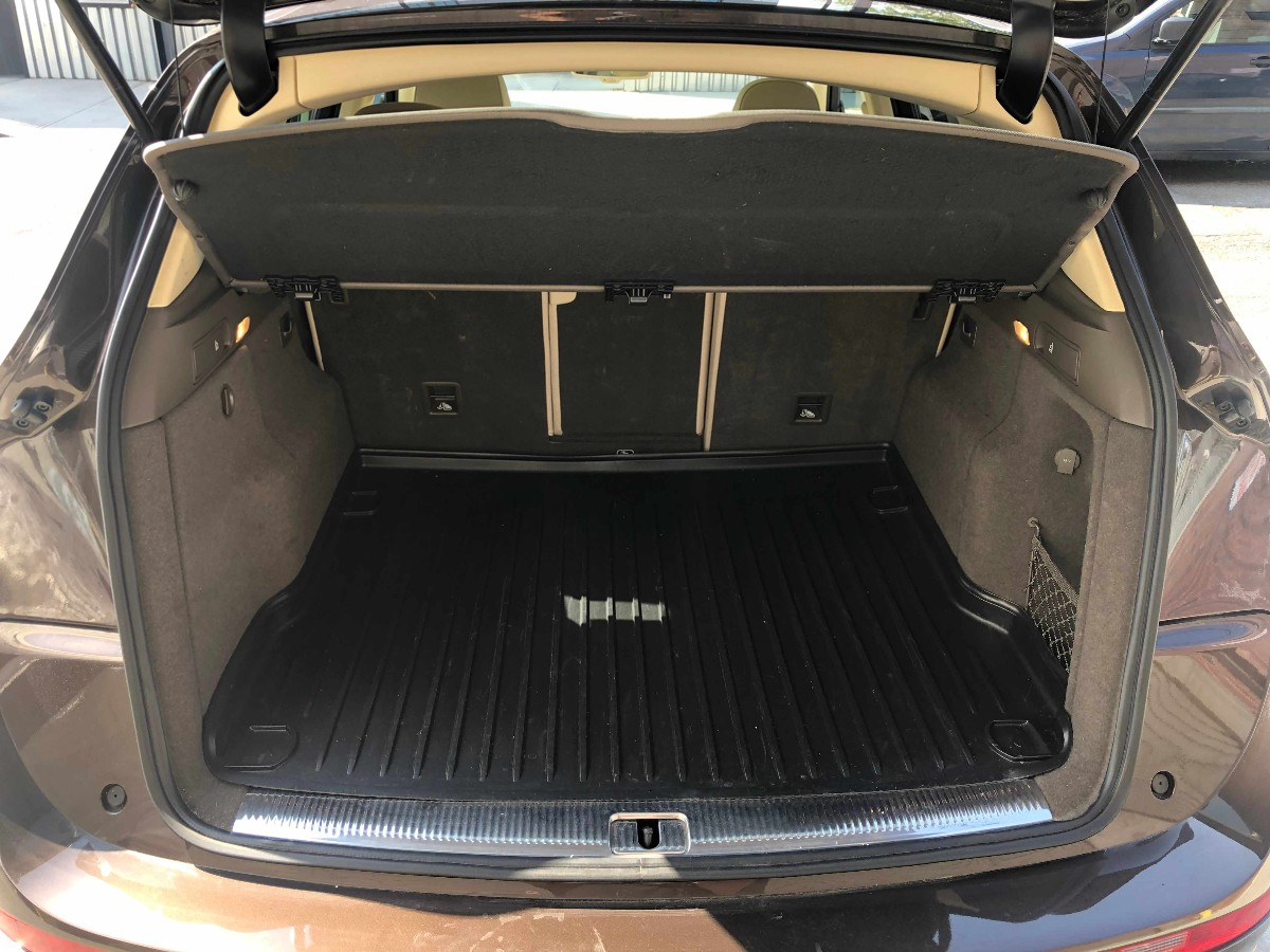 2014 Audi Q5 2.0 Quattro premium  棕色陪米色 开了43000 miles . 带天窗皮椅 倒车雷达 。 无事故车。