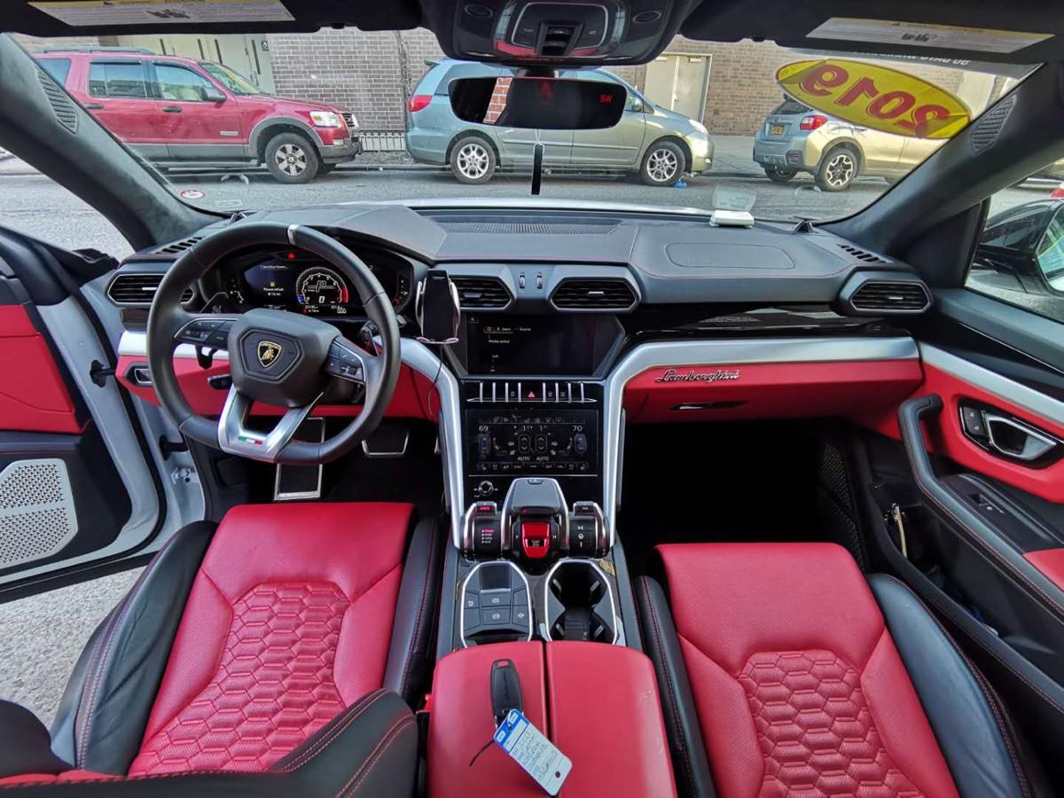 2019 Lamborghini Urus 兰博基尼,寻求实力买家! 6462200243 cici Wu