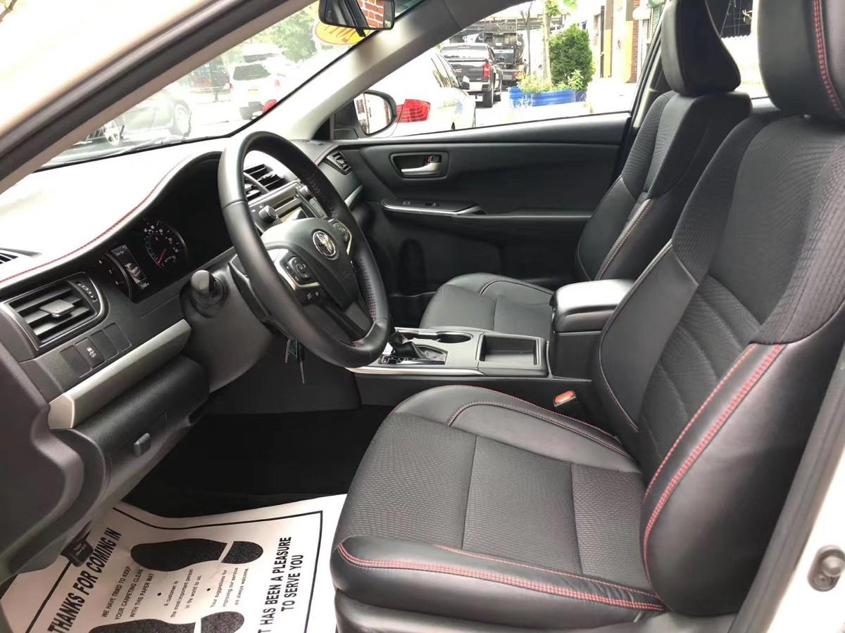 2017 Toyota Camry SE 运动版 座椅是半皮 半布的哦 开了25000 miles 实惠家用代步