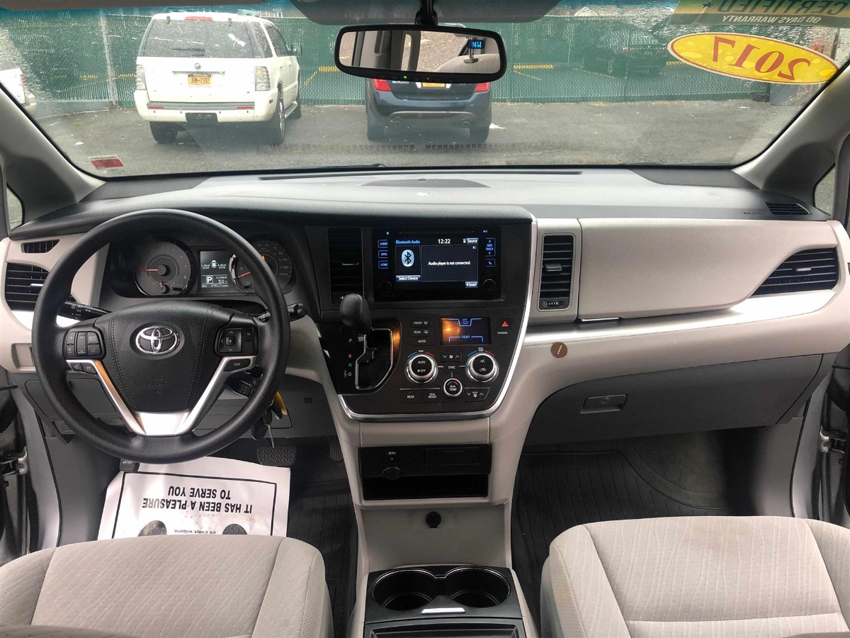 2017 Toyota Sienna le 开了50000 miles 一首车主 无事故 车主保养的不错